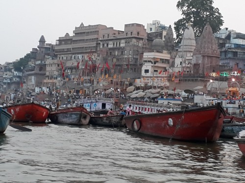 Varanasi-Photos-boat-view-of-varanasi-1494065514-rotates-1494065510-rotates-shareiq-588-1493994146-243826-jpg-destreviewimages-500x375-1494065495