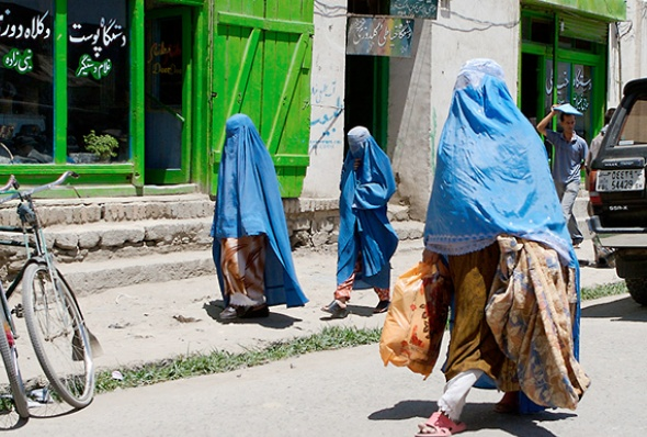 afghanistan-women_wearing_burkas-mohamed_somji-flickr