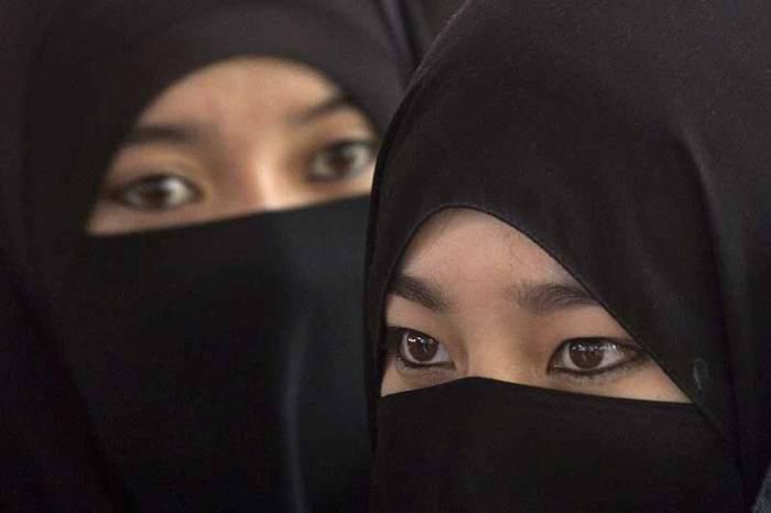 Muslim_women_20120714.jpg